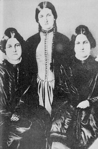Margaret (1833-1893), Kate (1837-1892) y Leah Fox (1814-1890)